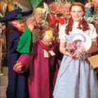 Oz Büyücüsü'nde Dorothy'nin giydiği elbise 4.5 milyon TL'ye alıcı buldu