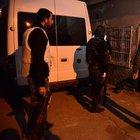 Bomba yüklü aracı bırakan teröristleri bulmak için şafak operasyonu: 22 gözaltı