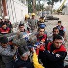 Adana'da inşaat iskelesi çöktü: 5 kişi yaralandı