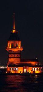 İstanbul'un sembol yapıları turuncuya büründü