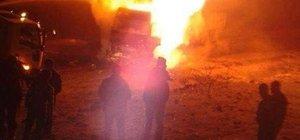 Şırnak'ta teröristler 2 tırı ateşe verdi