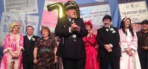 Zihni Göktay 70'inci yaşını sahnede kutladı