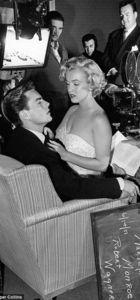Marilyn Monroe kucakta