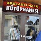 Aydın'da Minibüs durağına kitaplık yaptı