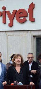 Cumhuriyet Gazetesi önünde destek için toplandılar