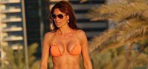 Melanie Sykes Dubai sahillerinin tadını çıkardı