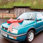 Beckham yoksullar için ilk arabasını satıyor
