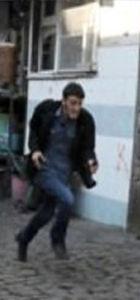 Polisle çatışan ikinci  saldırgan aranıyor