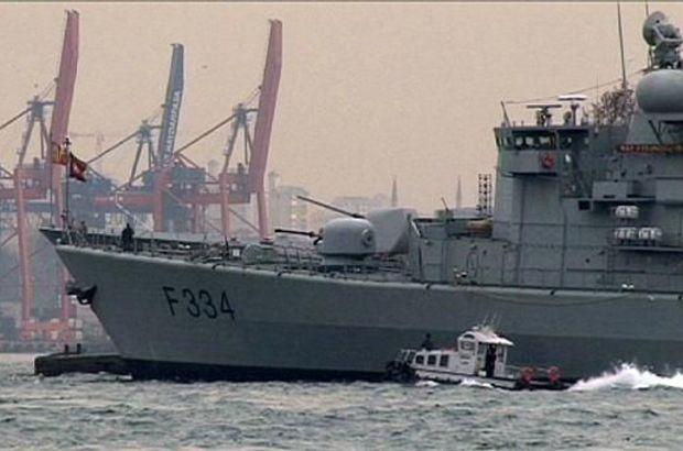 Rus savaş gemisi Caesar Kunikov'un geçtiğimiz günlerde İstanbul Boğazı'ndan geçişi sırasında, gemideki bir askerin omzunda füze taşıdığının ortaya çıkmasının yankıları sürüyor.
