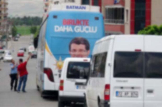 Ak Parti'nin seçimde kullandığı otobüs kundaklandı