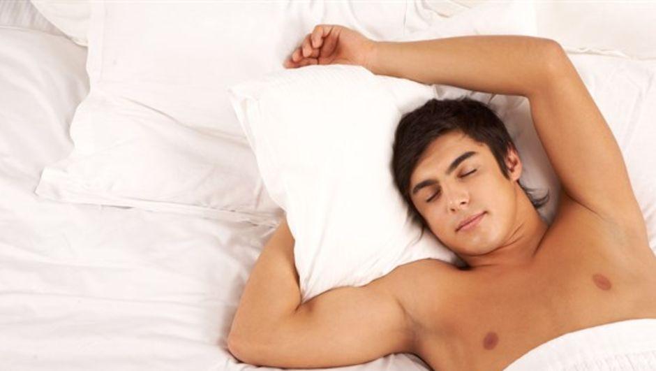 Erkeğin kişiliğini uyku şekli ele veriyor