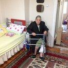 Yaşlı kadını dövüp mezar parasını çaldılar
