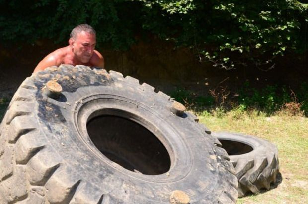 57 yaşında 300 kilo kaldırıyor!