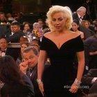 Lady Gaga'dan Leonardo Di Caprio'ya dirsek