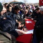 Şehit polis Ayhan Demirel toprağa verildi