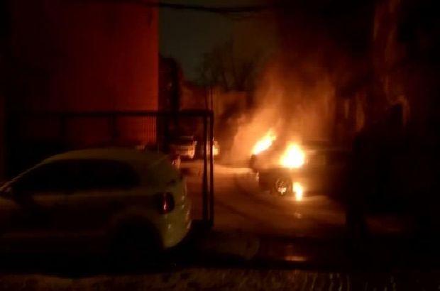 Fatih'te Park Halindeki 7 Otomobil Kundaklandı