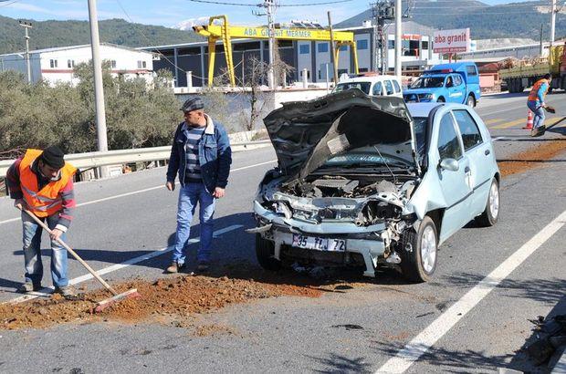 Muğla'da iki otomobil çarpıştı: 8 yaralı!