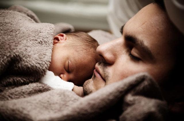 Babalardan önce bebekler Ferrari'de 31