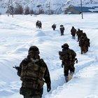 Tunceli'de 2 metre karda operasyon