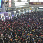 Çin'de onbinlerce yolcu tren istasyonunda mahsur kaldı