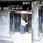Uçan tekme attığı asansörden boşluğa düştü!