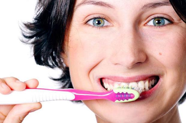 Diş fırçası ıslatılmalı mı?