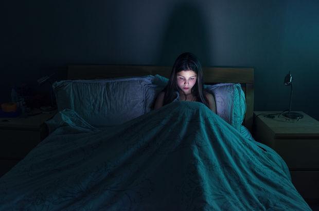Facebook'a çok sık girmek uykusuzluk belirtisi...