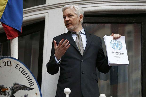 Julian Assange 'zafer'ini balkondan kutladı!