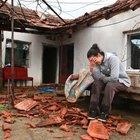 Antalya'da hortum evlerin çatılarını söktü