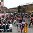 Köln'de kadınlar karnavalında toplu taciz!