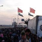 On binlerce kişi Türkiye'ye akın ediyor