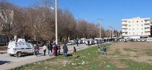 Cizre'de yarım gün açık kalan fırın ve marketler kapatıldı
