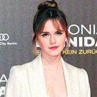 Emma Watson beyazlar içinde