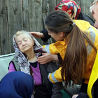 Bolu'da evleri yanan yaşlı çifti komşuları kurtardı