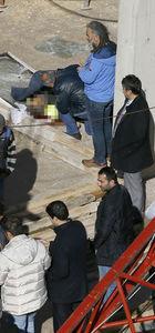 İzmir'de emniyet müdürlüğü inşaatında vinç devrildi