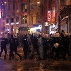 İzinsiz gösterilere  polis müdahale etti