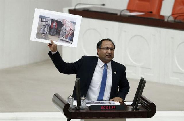 Roman milletvekili CHP'li Özcan Purçu at arabasına bindi