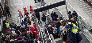 İsveç'te sığınmacılara saldırmaya hazırlanırken yakalandılar