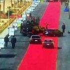 Sisi'nin konvoyu için serilen kırmızı halı tartışma yarattı