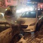 Park halindeki 2 araç alev alev yandı
