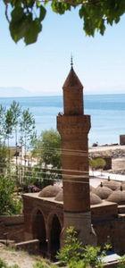 500 yıllık caminin duvarındaki taşı çaldılar