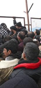 Türkiye sınırın öte tarafında kamp kuruyor