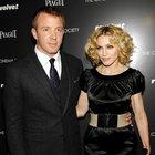 Madonna eski eşi Guy Ritchie'nin peşine dedektif taktı