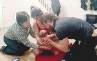 Eşini evde kendisi doğurttu, kamera an be an kayıttaydı!