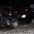 Otomobil, zırhlı polis aracıyla çarpıştı