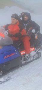 Bursa'da kaybolan kayakçıyı JAK timi donmak üzereyken buldu