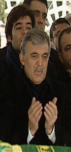 Abdullah Gül kayınpederini uğurladı