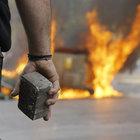 Yunan çiftçiler polis ile çatıştı