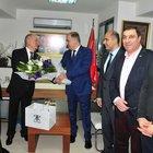 İzmir AK Parti İl Baskani'ndan CHP'ye çiçekli ziyaret