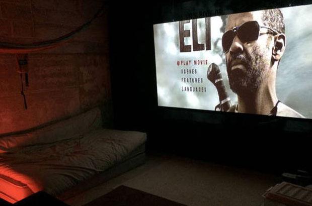 Bir televizyon fiyatına evine sinema salonu yaptı!